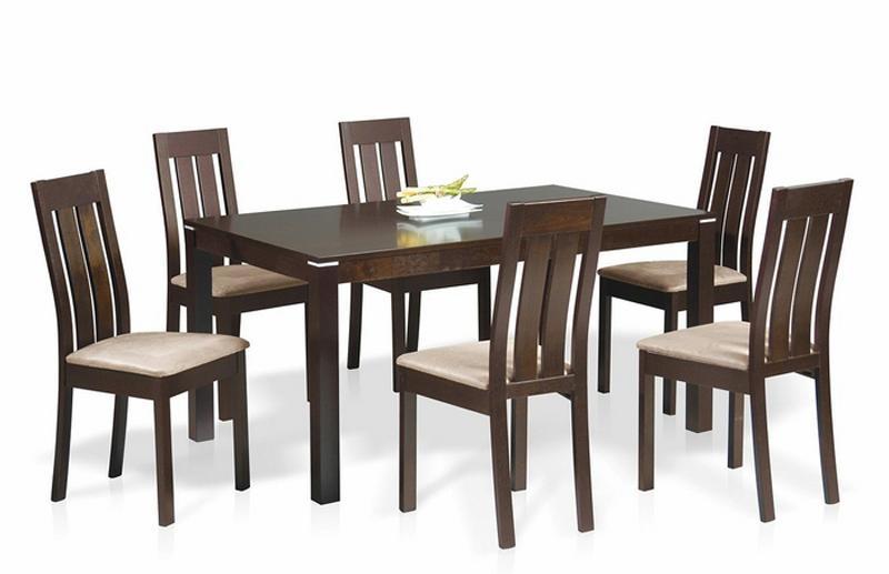 Большой обеденный стол для большой и гостеприимной семьи