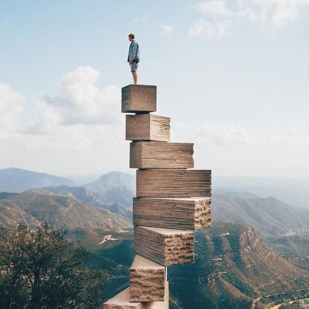 "6. Скульптура ""Ступени к небесам"", Монсеррат, Испания"