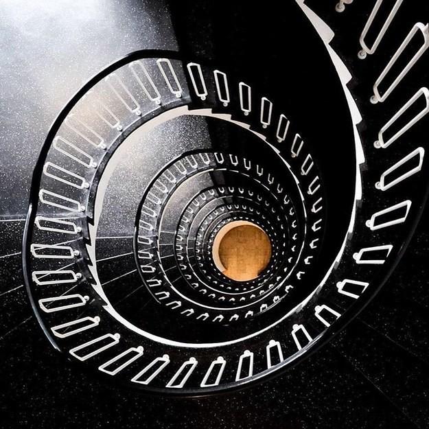 4. Лестница в одном из зданий Копенгагена, Дания